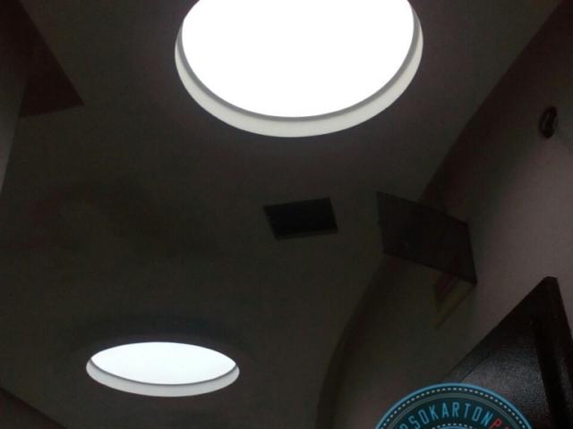 Варна ! Светещи опънати тавани . Кръгове с полупрозрачно (translucent) платно