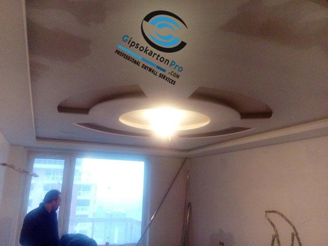 Декоративен окачен таван с ефектен светещ кръг - етап след шпакловка