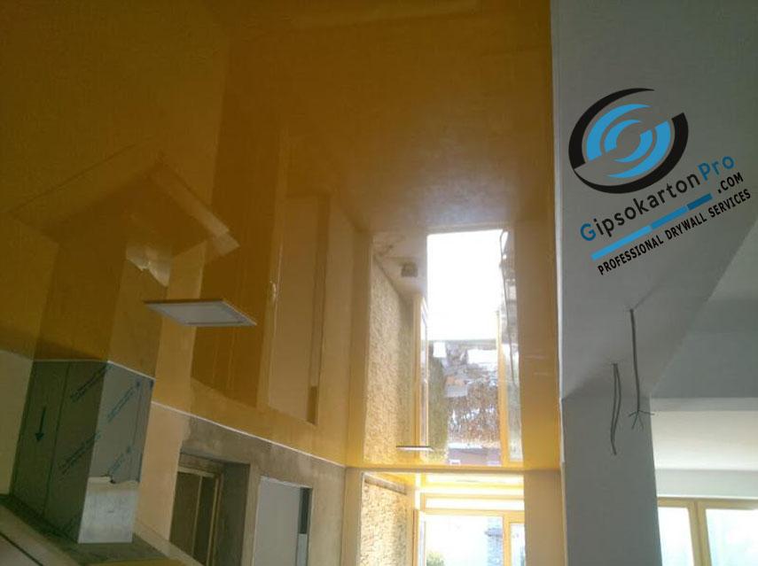 Окаледален опънат таван