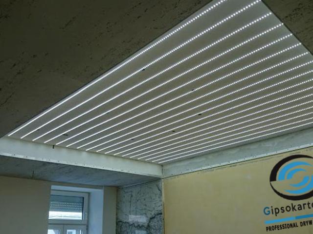 Опънат таван с ЛЕД осветление