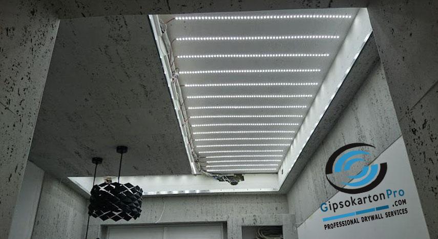 Мотаж на светещ опънат таван