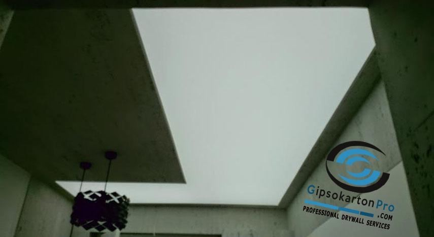 Светещ опънат таван