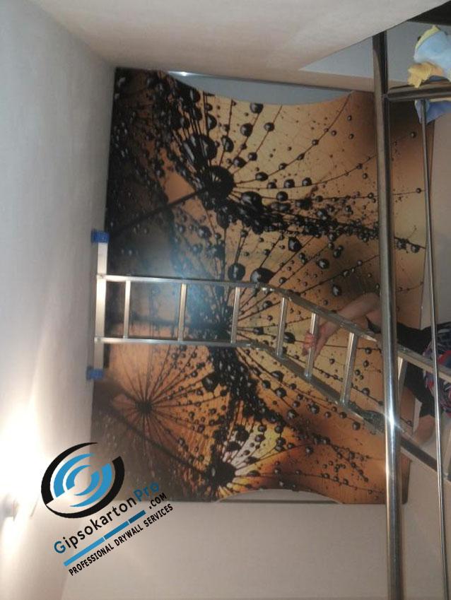Опънат таван с фотопечат над стълбище