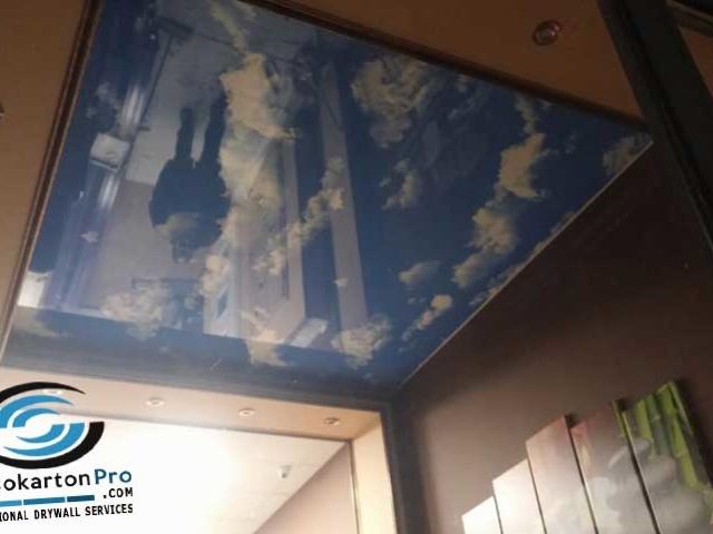 Опъант таван небе с облаци