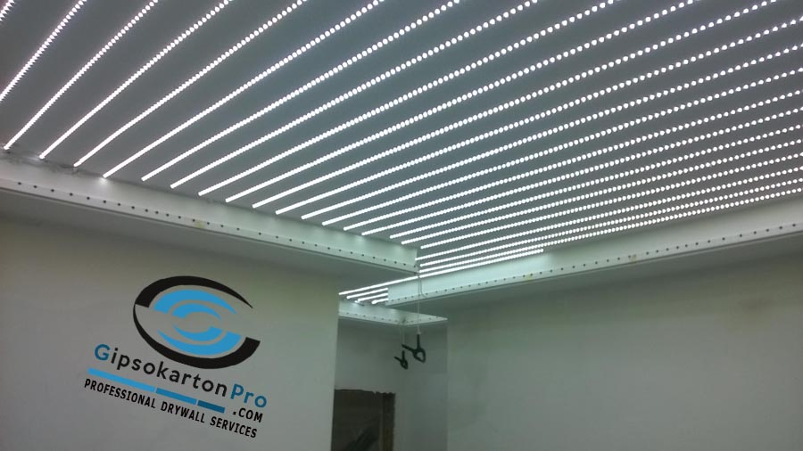 Опънати тавани за коридор с ЛЕД осветление