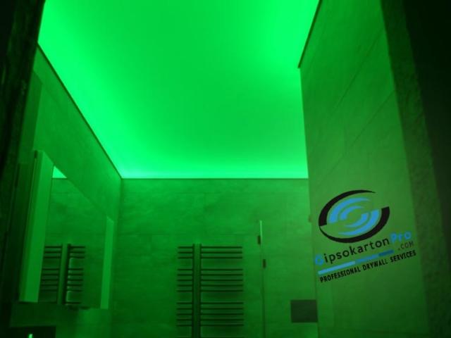 Опънати тавани транслуцент в баня