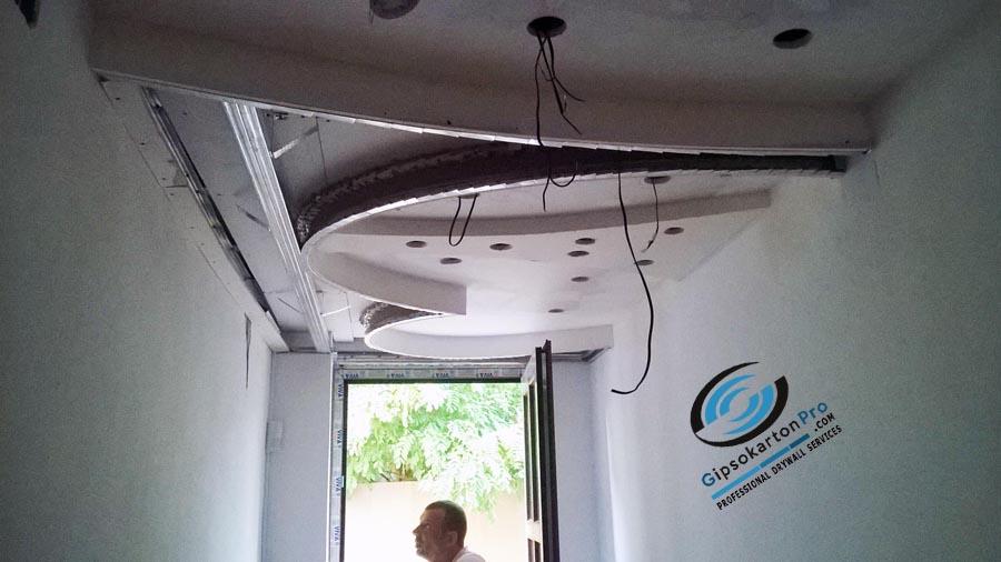 Окачен таван в тесен коридор Варна