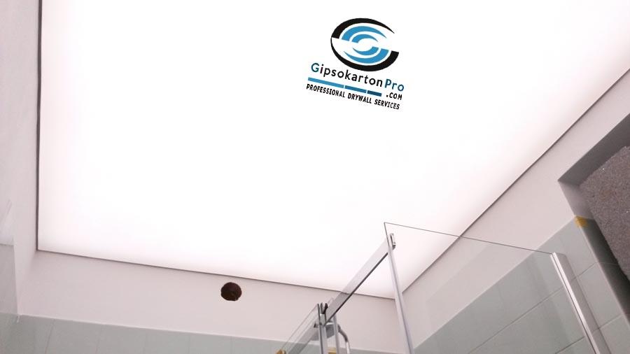 Опънат таван транслуцент в баня .Т.н. светещ опънат таван.