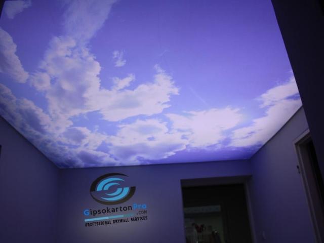 Светещ опънат таван небе с облаци Варна Евсининоград