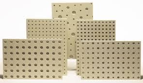 Специален продукт на фирма КНАУФ за по -добра климатизация на помещението чрез окачен таван с тези плоскоси от гипсокартон