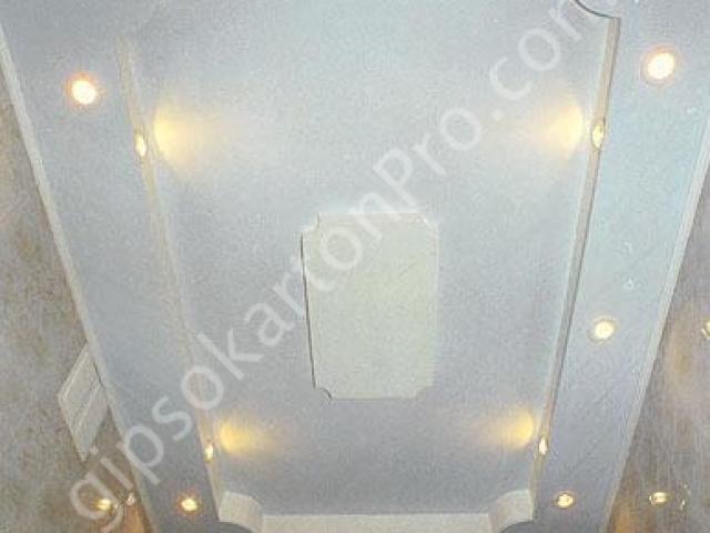 Окачен таван от гипсокартон в баня .