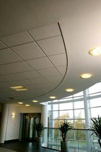 Комбинация от растерен икачен таван и окачен таван от гипсокартон