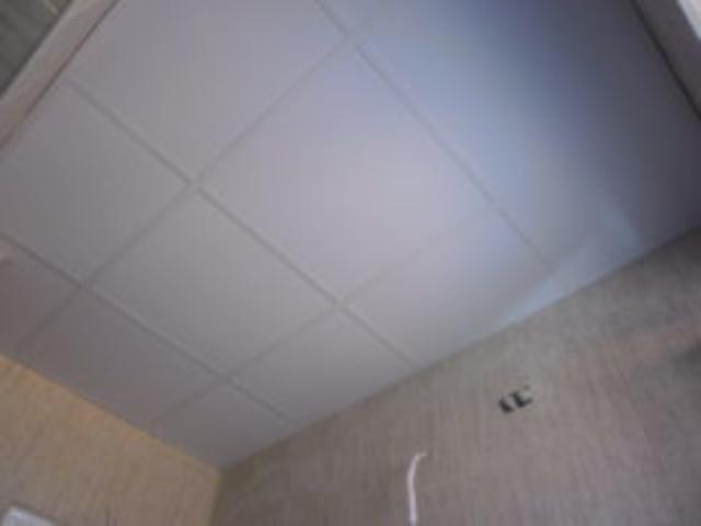 Окачени тавани за баня . Монтаж на растерен таван .