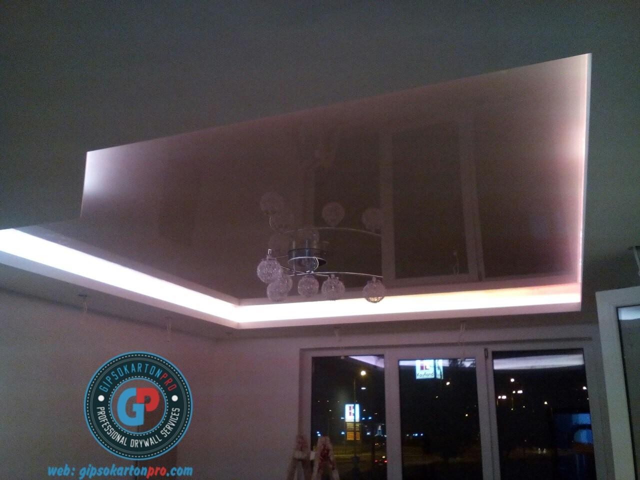 Снимка на гланциран опънат таван в съчетание с гипсокартон