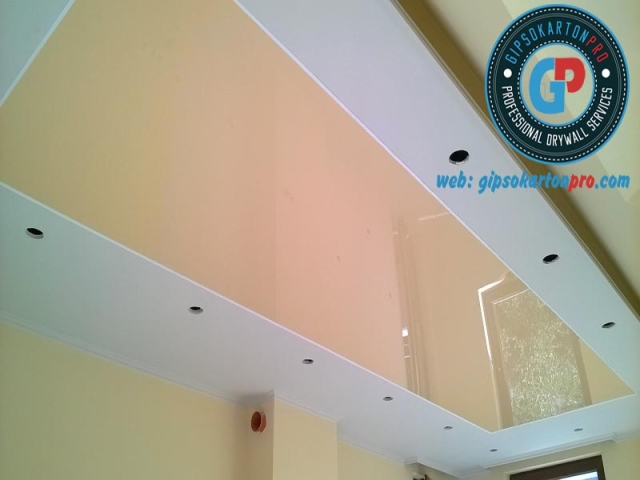 Гланциран опънат таван на мансарден етаж в град Варна ж.к Победа