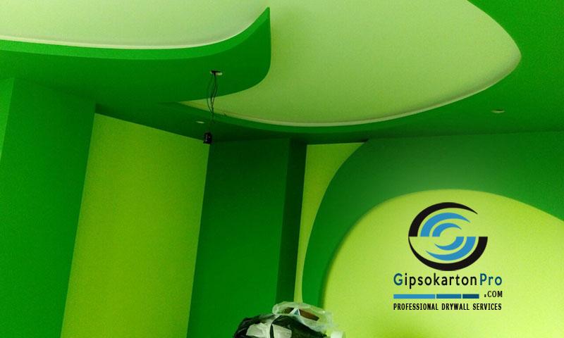 Ремонт на стая с гипсокартон . Окачени тавани и предстенни обшивки в зелено -изглед 1