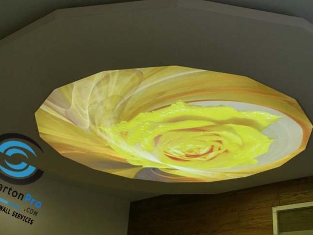 """Опънат таван във Варна с принтирано изображение """"Роза"""""""