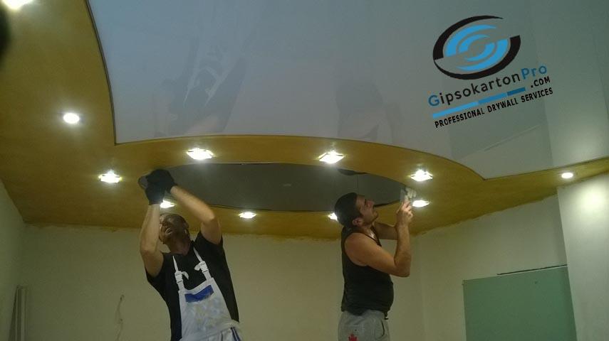 Монтаж на гланцови опънати тавани в хол