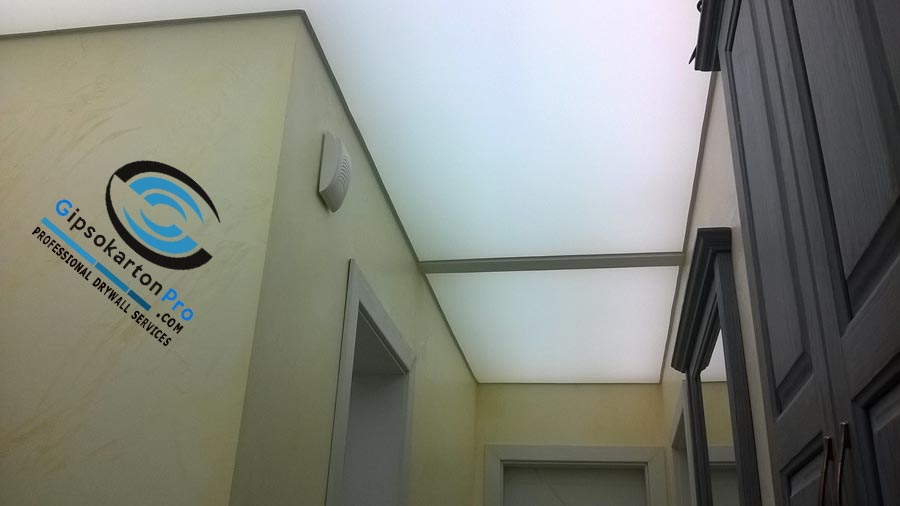Светещ опънат таван в коридор Несебър 2017 г