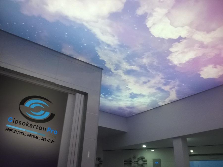 Опънат таван за баня с фотопечат на лилаво небе