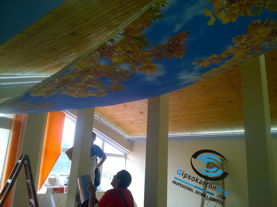 Созопол . Монтаж на опънати тавани с принт в подпокривно помещение