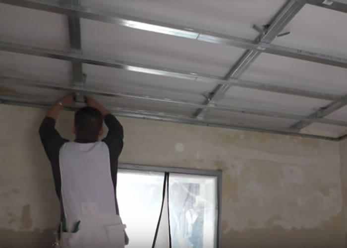 Монтаж на таван от гипсокартон с конструкция на две нива