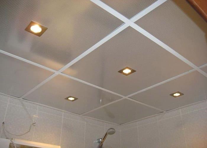 Монтаж на растерни окачени тавани за баня първа част
