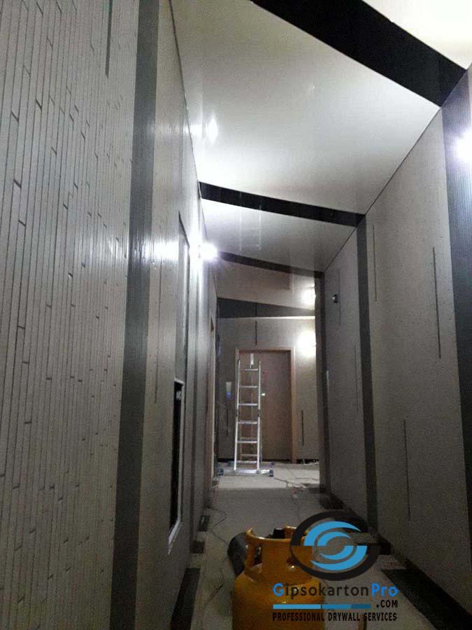 Опънат таван гланц в коридор 2