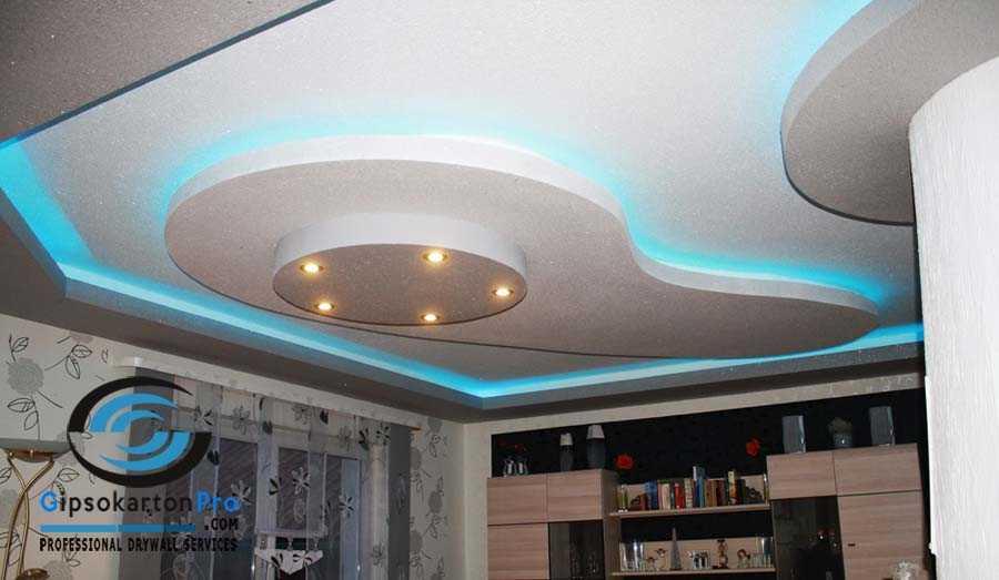 Окачен таван подходящ за хол . Лед осветление в синьо