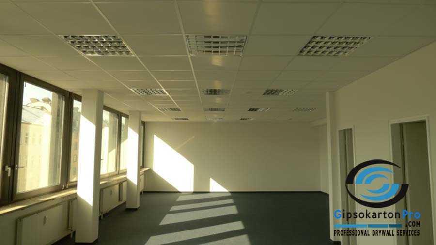 окачен таван с пана в обществена сграда Бургас