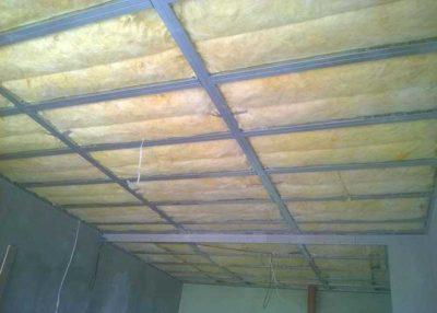Конструкция на едно ниво за таван от гипсокартон по ситемата на Кнауф d113
